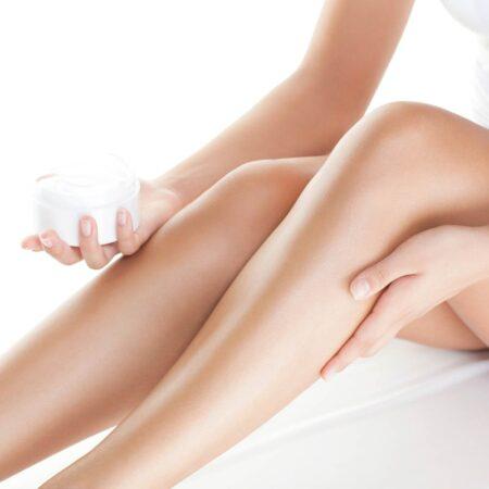 Straffe Haut und verminderte Cellulite mit der Bodywrapping Lotion von Shape-Line.